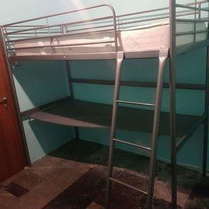 κουκετα κρεβάτι και γραφείο από κάτω σε πολύ καλή κατάσταση χωρίς το στρώμα τιμή 130 ευρώ