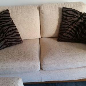 Πωλούνται τριθέσιος και διθέσιος καναπές