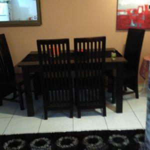Τραπεζαρία με 6 καρέκλες ξύλινη βαριά τελική τιμή 170.είναι 1.50 επι1.00 δεν είναι ανοιγομενη.