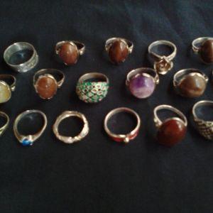 17 ασημένια δαχτυλίδια σφραγισμένα 925