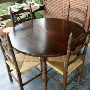 Τραπεζαρία Ξυλινη με 4 καρέκλες.