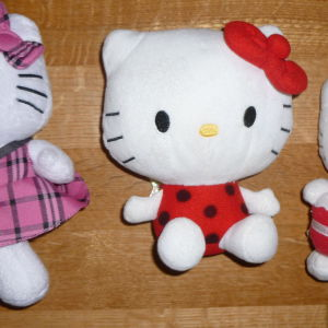 3 κουκλες hello kitty