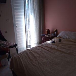 Υπέρδιπλο κρεβάτι με στρώμα και δύο συρτάρια