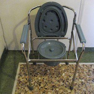 ΠΤΥΣΣΌΜΕΝΗ τουαλέτα καρέκλα