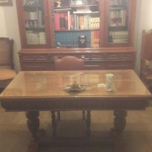 Γραφείο και Βιβλιοθήκη