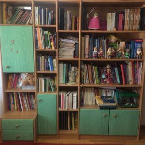 Βιβλιοθήκη - γραφείο - κρεβάτι
