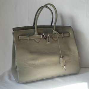 3.000 €  Ολοκαίνουργια και αχρησιμοποίητη δερμάτινη αυθεντική τσάντα -οίκου HERMES