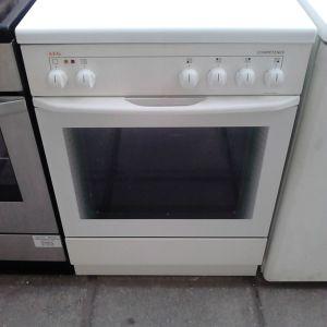 Κουζίνα aeg 60 x 60 με εμαγιε εστίες σε άριστη κατάσταση