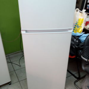 Ψυγείο UNITED ύψος 140 x 55 cm, σε άριστη κατάσταση 2 ετών