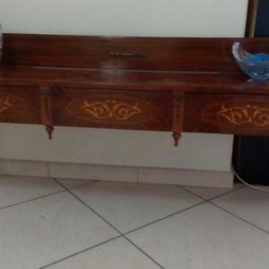 Αντικέ ξύλινο έπιπλο με μαρκετερί