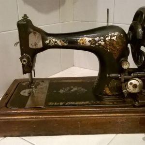 Ραπτομηχανή παλιά Singer