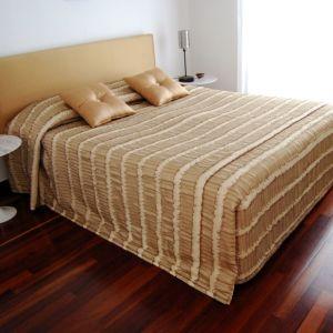 Κρεβάτι Διπλό-Υπέρδιπλο με Στρώματα, Κουβερλί και Δώρο Κουρτίνα
