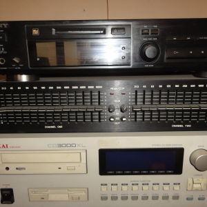 AKAI Sampler 2000 & Cerwin Vega13-Band Equalizer