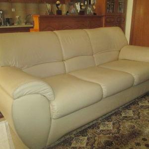 Πωλειται σαλόνι, τριθέσιος , διθέσιος καναπές και τραπεζάκι