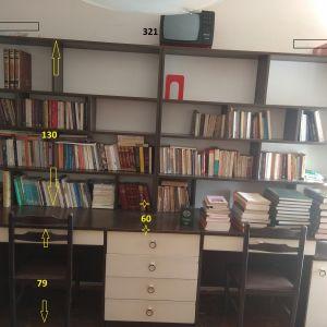 Βιβλιοθήκη με γραφεια