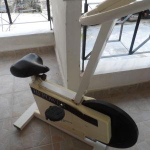 πουλάω ποδήλατο γυμναστικής.