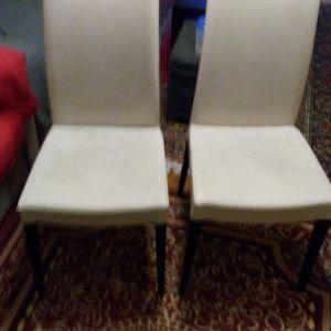 2 καρέκλες τραπεζαρίας και δώρο γραφείο υπολογιστή.