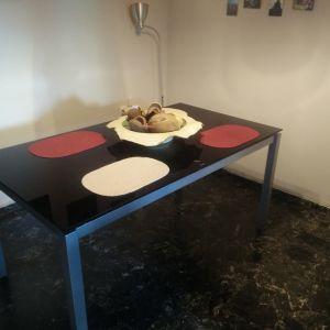 Γυάλινο τραπέζι