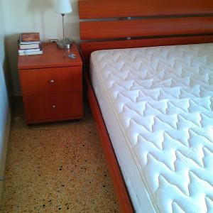 Κρεβάτι διπλό, στρώμα Candia, δύο κομοδίνα