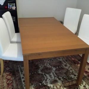 τραπεζαρία με 6 καρέκλες και γραφείο με καρέκλα