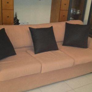 Γραφείο,2 καρέκλες γραφείου, τριθέσιος καναπές και πολυθρόνα, Τραπέζι σαλονιού