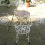 Φέρ φορζέ, σιδερένιο τραπέζι με 4 καρέκλες του 1960 εξωτερικού χώρου , τύπου Φερ Φορζέ, γαλβανισμένα,